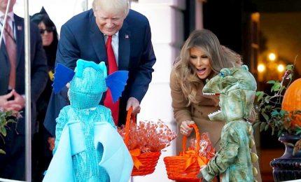 Donald Trump e Melania festeggiano Halloween alla Casa Bianca