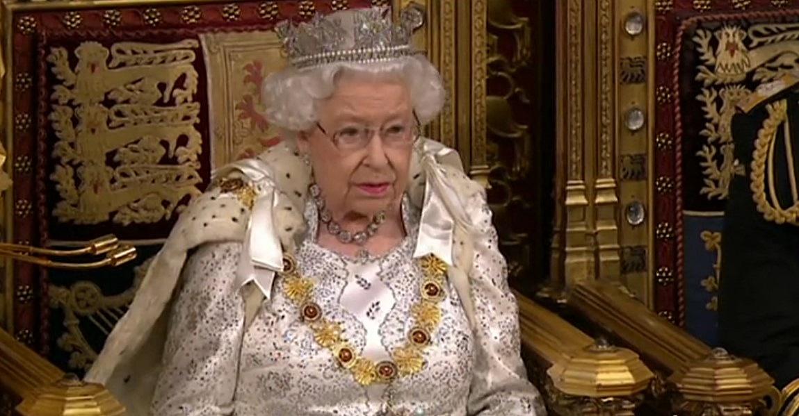 Regno Unito, nessun colpo di cannone per il compleanno della Regina Elisabetta