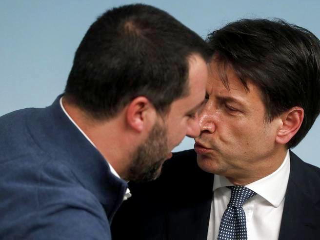 Scontro su data voto Giunta immunità, maggioranza lascia i lavori su Gregoretti. Duello Conte-Salvini