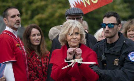Manifestazione sul clima  a Washington, nuovo arresto per Jane Fonda