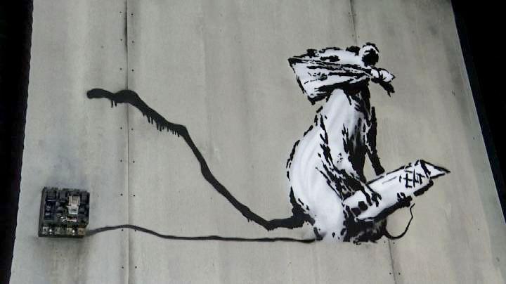 """Il """"Ratto"""" rubato di Bansky torna in mostra a Parigi. Ma è una copia"""