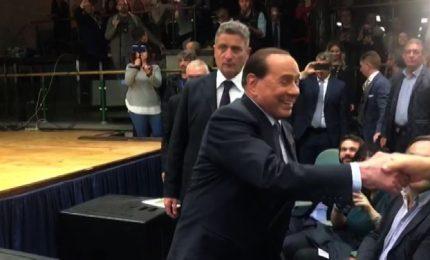 Berlusconi arriva a Perugia, ma Salvini e Meloni lo ignorano