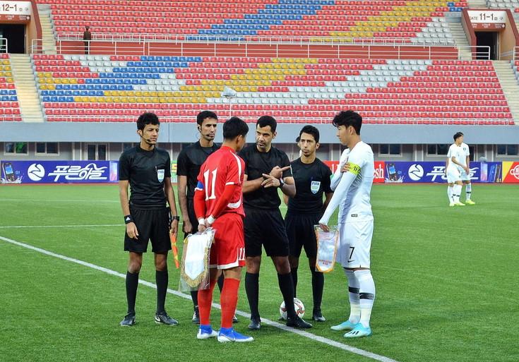 Storico match 2 Coree a Pyongyang, senza reti né pubblico