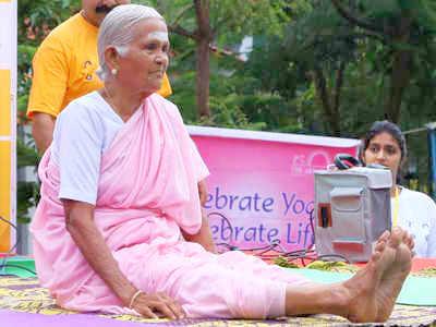 """Morta a 99 anni la famosa """"Nonna dello Yoga"""""""