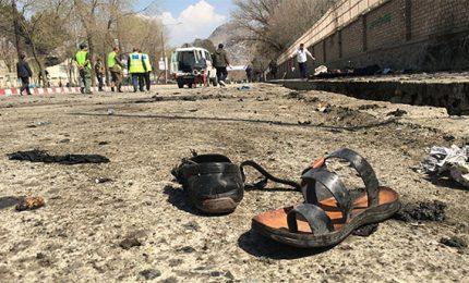 Esplosione in moschea in Afghanistan, almeno 62 morti tra cui bambini