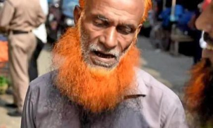 """Spopolano a Dacca le barbe arancioni, """"è lo stile Maometto"""""""