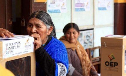 """Bolivia, sospetto brogli allo spoglio. A """"sorpresa"""", Morales vicino a rielezione"""