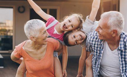 Nonni pilastro delle famiglie italiane: 74% si occupa dei nipoti