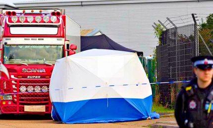 Erano di cittadini cinesi, 39 cadaveri trovati in un camion
