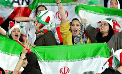 La prima volta delle iraniane allo stadio dopo 40 anni