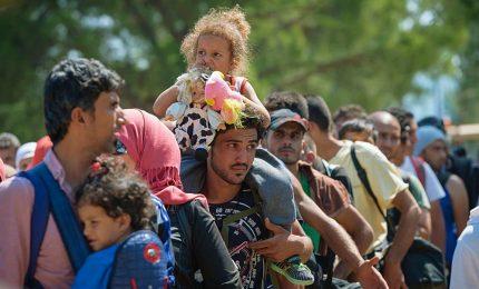 Prosegue offensiva turca in Siria, Erdogan minaccia l'Europa: pronti a spedirvi 3,6 milioni di rifugiati