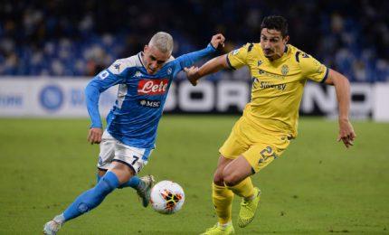 Napoli vince con Verona, ma gioco ancora non c'è