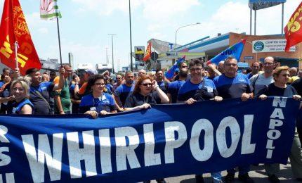 Whirlpool chiude Napoli, esplode la protesta