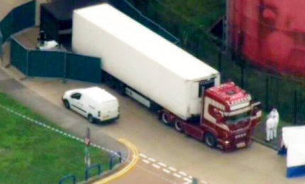 Macabra scoperta nell'Essex, 39 morti in camion da est
