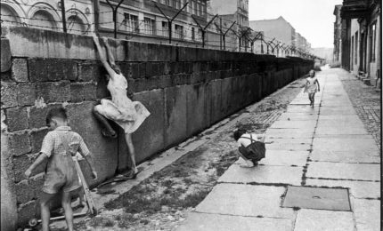 Berlino, quel muro abbattuto 30 anni fa che mise fine alla Guerra Fredda