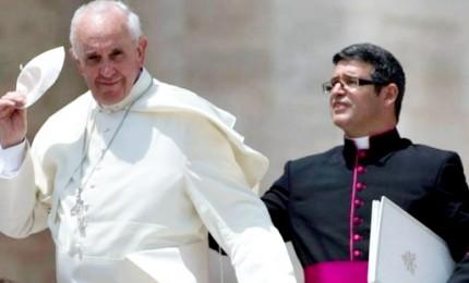 Ombre in Vaticano, si dimette il segretario personale del Papa