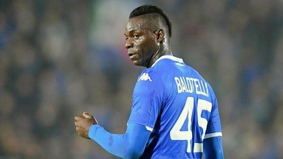 """I tifosi scaricano Balotelli: """"Arrogante"""". Cellino: """"La squadra lo aiuti"""""""