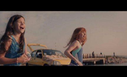 Renault Clio, lo spot lesbo fa il giro dei social ma non va in tv