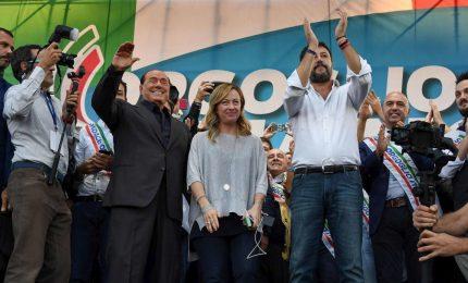 """Centrodestra piccona Pd-M5 e Conte 2 ma crede in """"tenuta"""" legislatura"""