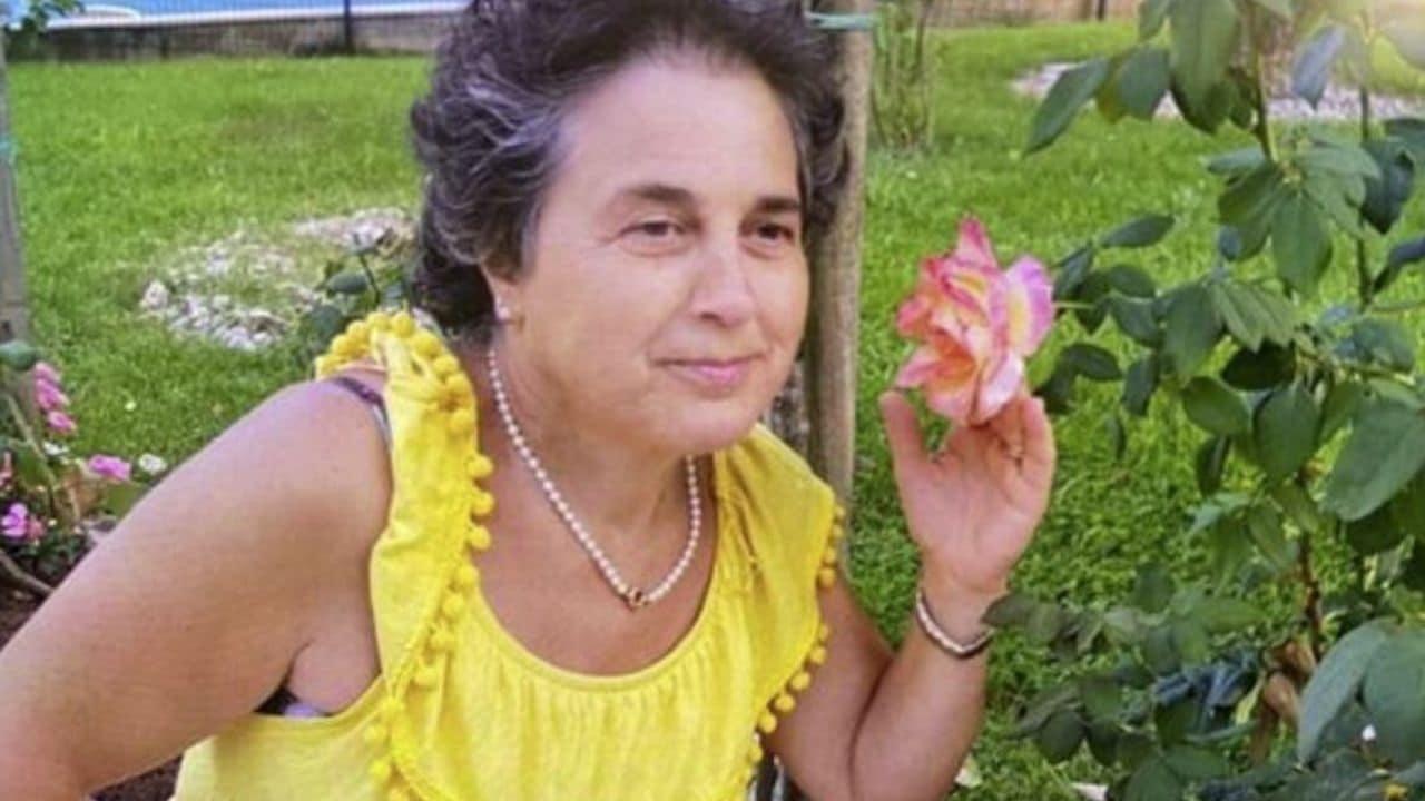 Trovata morta in municipio, autopsia chiarirà le cause