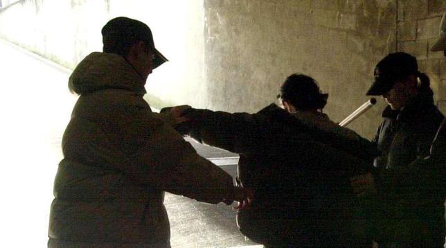 Pensionato disabile vessato, 18 giovani arrestati