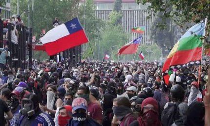 In Cile non si fermano le proteste, terza settimana di scontri