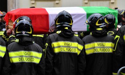 Esplosione alla cascina, i funerali dei tre vigili del fuoco