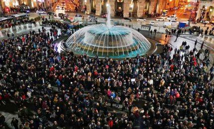 A Genova oltre 8 mila sardine in piazza sulle note di De Andrè