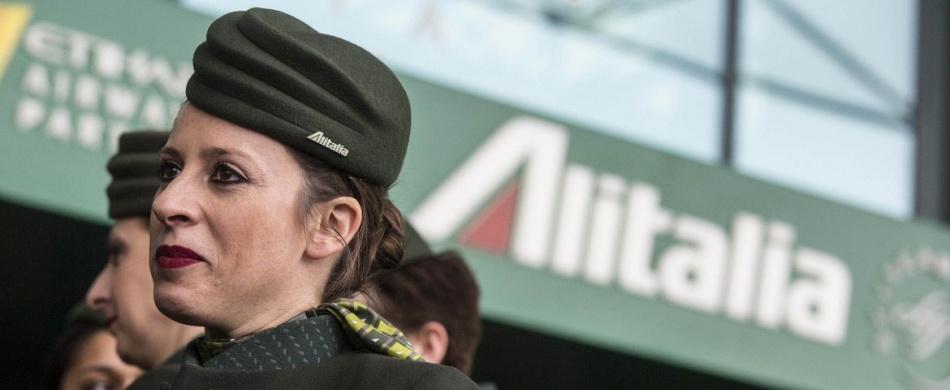 Alitalia, dopo oltre 74 anni la compagnia spegne i motori