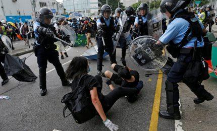 Sale la tensione a Hong Kong, l'allarme di Pechino