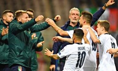 Italia-magia di Mancini, 3-0 in Bosnia e decima di fila