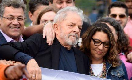 """Bolsonaro attacca Lula: """"Una canaglia, non dategli munizioni"""". Scarcerato l'ex capo dello Stato brasiliano"""