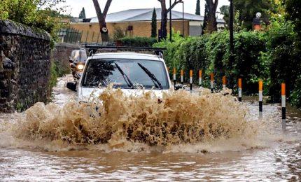 Maltempo: Emilia e Toscana, i fiumi fanno paura. Casertano in ginocchio