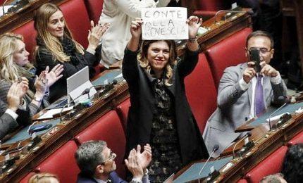 """Caso Fiber, in Aula bagarre e cori """"elezioni"""". Conte, fu Salvini a presiedere il Cdm"""