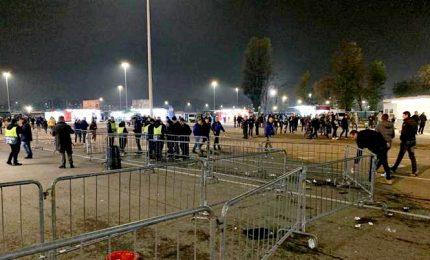 Momenti tensione intorno a gate San Siro, 5 feriti