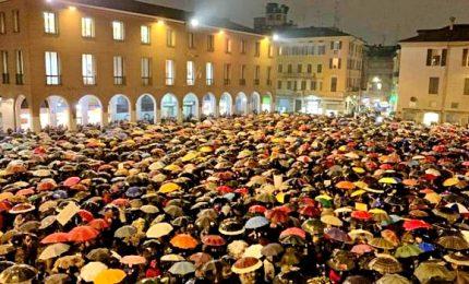 """Le """"sardine"""" in piazza anche a Modena. Salvini: """"A Rimini sarò con loro"""""""