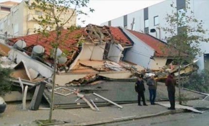 Terremoto in Albania: salgono almeno a 27 le vittime, centinaia i feriti. E si continua a scavare