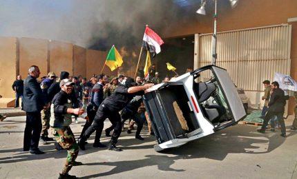 Alta tensione Iraq-Stati Uniti, assediata l'ambasciata americana a Baghdad