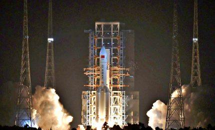 Cina lancia potentissimo razzo vettore Lunga Marcia-5