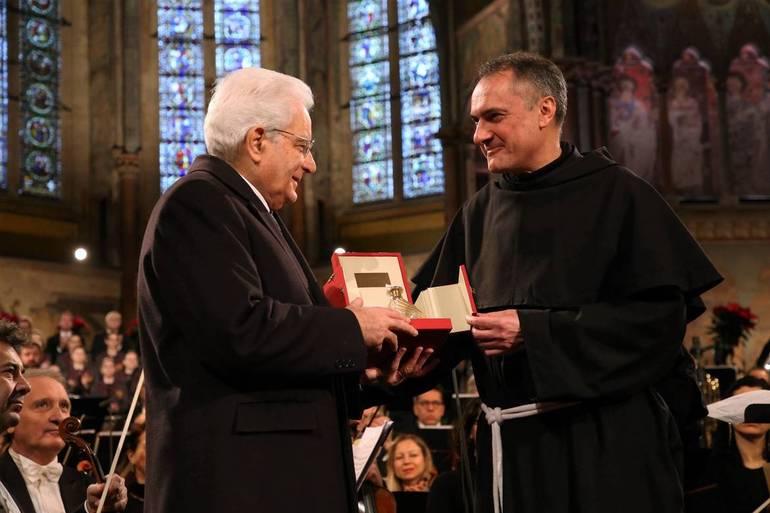 Assisi, consegnata a Mattarella la Lampada della Pace