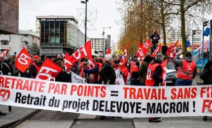Francia, 14esimo giorno di proteste contro riforma pensioni
