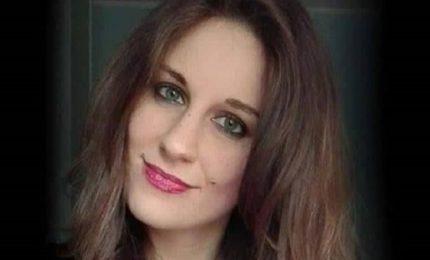 Scontro fra 2 auto, ragazza muore mentre va a messa di Natale