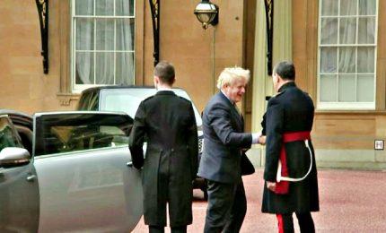 Johnson vittorioso dopo voto, va a Buckingham Palace. Scozia non ci sta