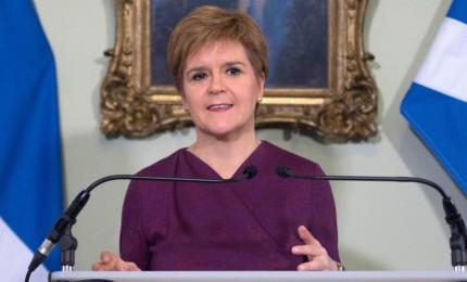 Effetto Brexit, Scozia chiede referendum per restare in Ue. Johnson: non se ne parla