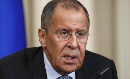 Nato, Lavrov entra a gamba tesa nella spaccatura Francia-Usa
