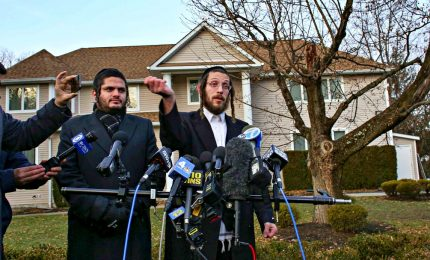 Attacco a colpi di machete in casa di un rabbino, Hannukkah di sangue a New York. Arrestato l'aggressore