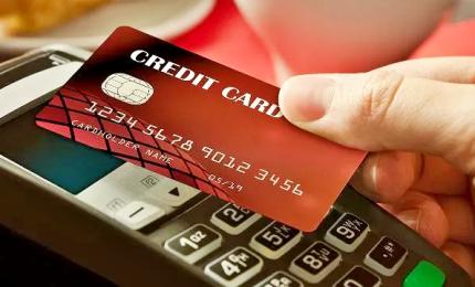 Furti d'identità per truffe con carte di credito, 18 arresti