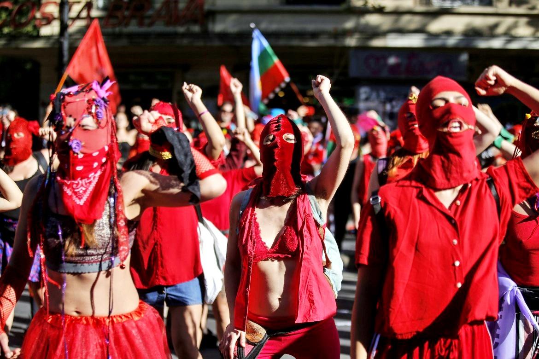 """""""El violador eres tu"""", flash mob cileno contro lo stupro"""