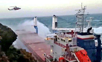Maltempo, Guardia Costiera soccorre mercantile