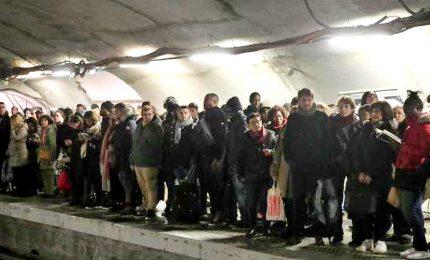 Il caos nel metrò di Parigi al nono giorno di sciopero